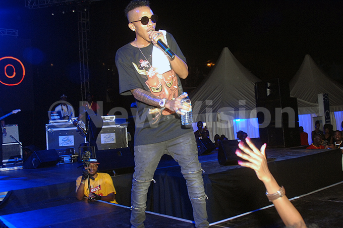 ekno performs at the ell amz concert at ugogo in eptember 2017