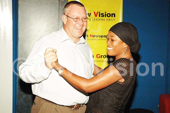 blushing ony lencross dances with alima ll tars arty anuary 2006