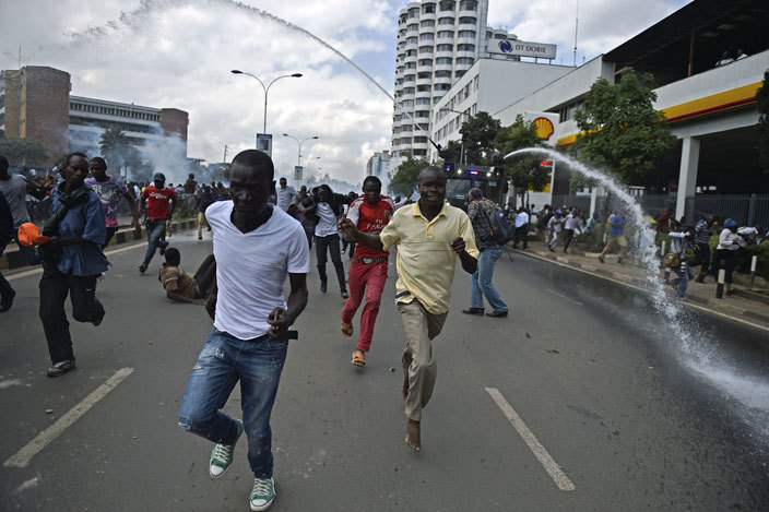 rotestors run from water cannons after enyas opposition supporters demonstrated in airobi on ay 16 2016