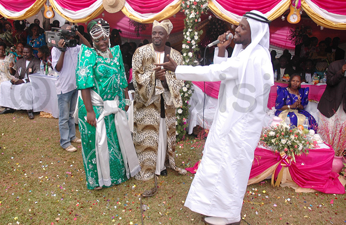 rtiste obi ine was on hand to entertain guests at the function