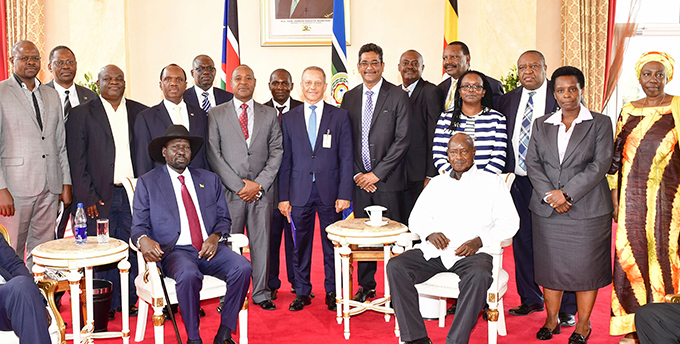 residents useveni and alva iir with members of the ast frican usiness ouncil  hoto