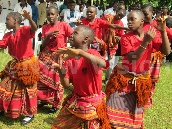 tudents of aint arys  kozi do a liturgical dance during the 8th anniversary celebrations of roife ovement at kozi  pigi district