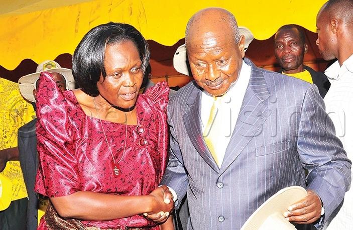 etty nywar with resident oweri useveni in 2010 ile hoto