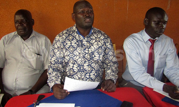 Apumeri middle with other councillors addressing the press 350x210