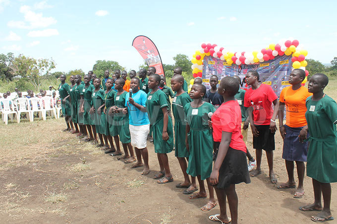upils of omaratoit rimary chool entertain guests