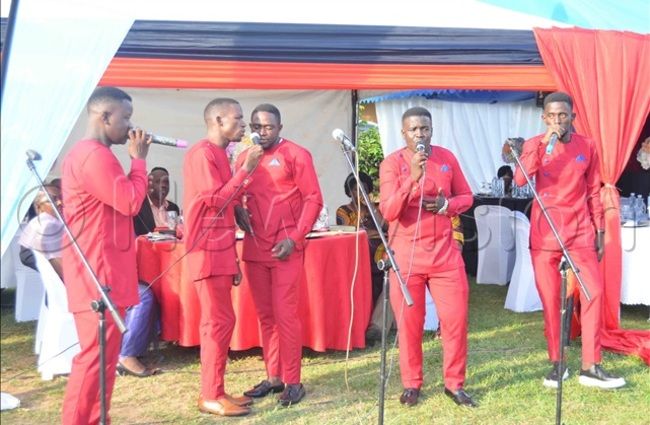 he ape rothers a local acapella ensemble entertaining the guests