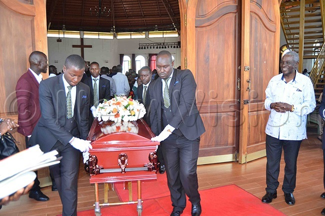 r iggundus casket being rolled out of t ukes hurch tinda after the funeral service on hursady