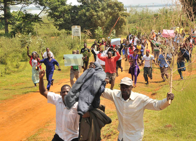 ilverfish fishermen storm the district headquarters on riday hoto by enry subuga