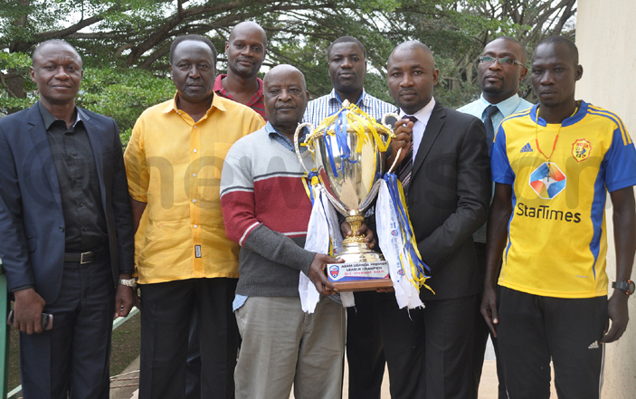 idandi sali  and   chairman ulius abugo 3rd  pose with the league trophy flanked by coach ike utebi  om wanga  avid amale eter ibazo and kot  hoto by ichael subuga