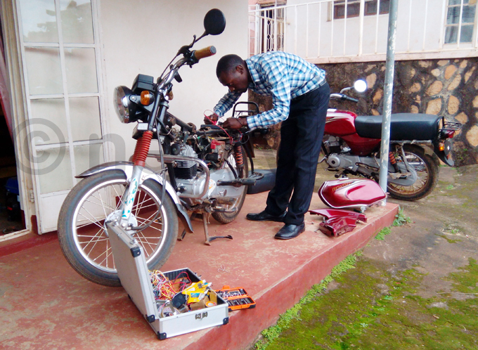 amya installs the tracking system in a boda boda hoto by illy wothungeyo