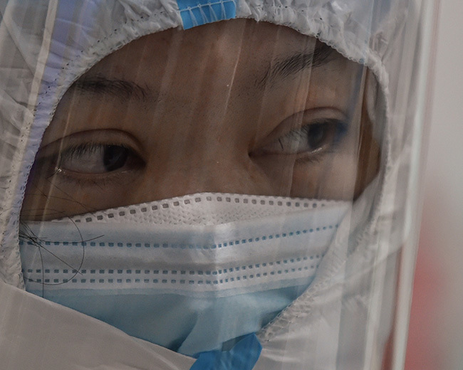 medical staff member wearing protective clothing to help stop the spread of a deadly virus at the uhan ed ross ospital in uhan on anuary 25 2020 hoto by ector