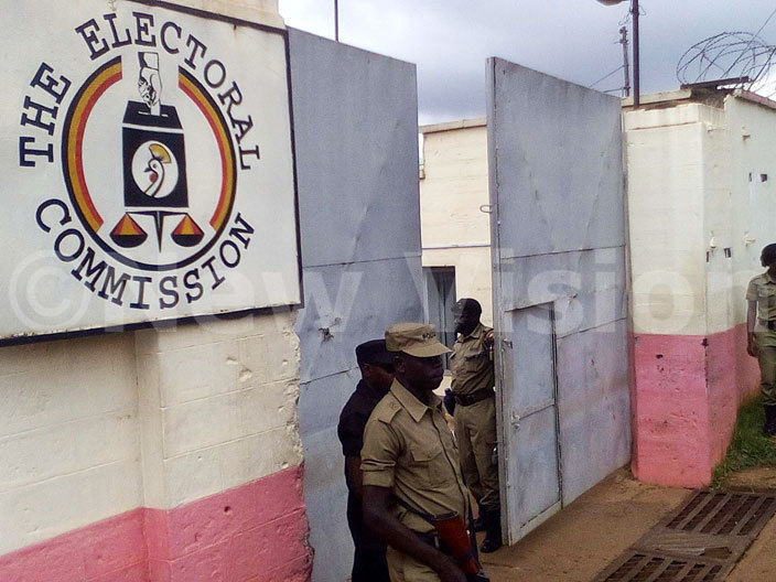 he  offices main gate remained closed as abilah divisional mayors and councillors were meeting with  officials hoto awrence ulondo
