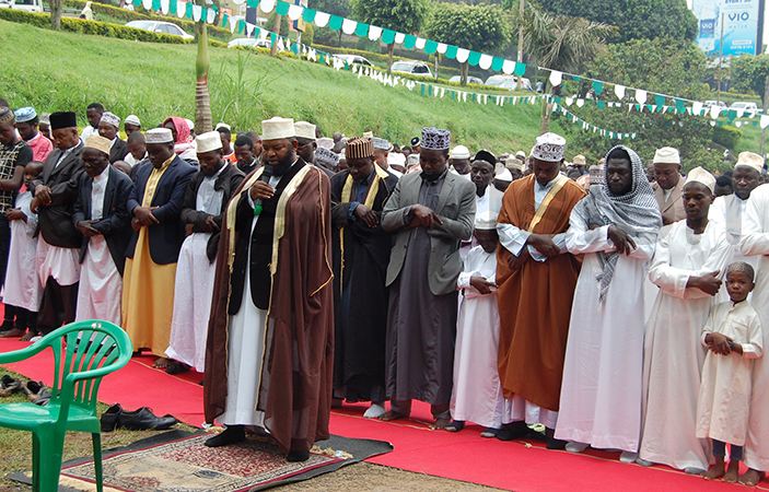 heikh halibu alib ussein leading the id prayers on unday hoto by ilson siimwe