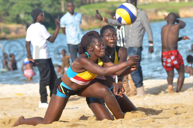 haron ajije  and unice muron go for the same ball during the final hoto by ichael subuga