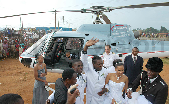 he couple arrived in a chopper for the wedding at iina hurch in uzira