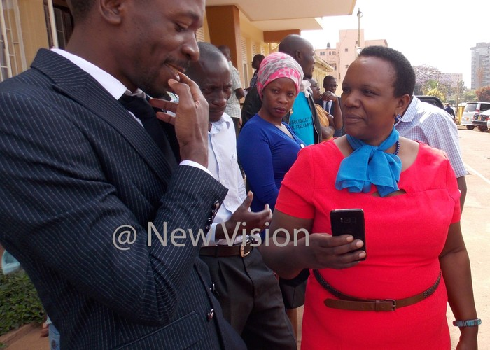 ngrid urinawe charting with her lawyer saac semakadde after court proceedings