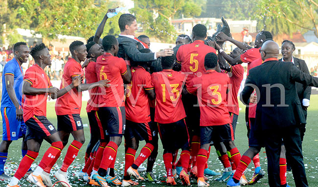 ranes players celebrate with ranes oach ohnathan cinstry after the team won the  enior hallenge up at ugogo ec 19 2019