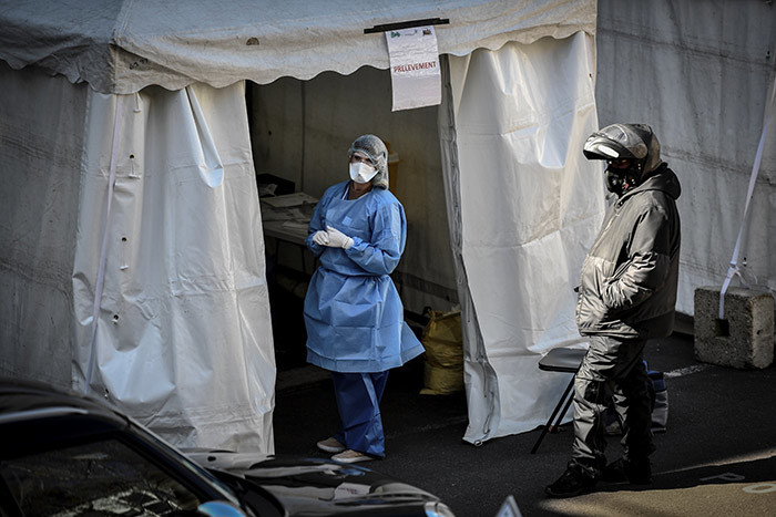 courier waits to collect samples at a 19 screening station outside the district hall of the 17th arrondissement in aris on arch 30 2020 on the fourteenth day of a lockdown aimed at curbing the spread of the 19 novel coronavirus in rance hoto by