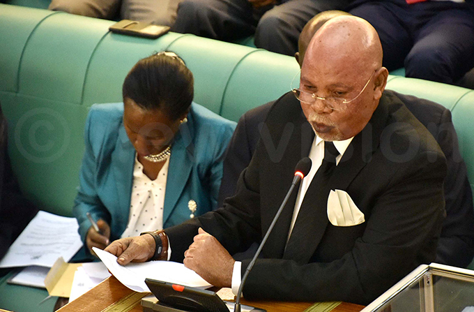 nternal affairs minister eje dongo making a presentation on the floor of parliament on ednesday hoto by aria amala