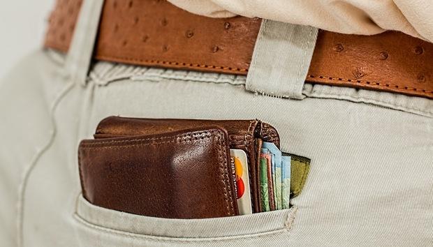 walletcashcreditcardpocket100692122orig