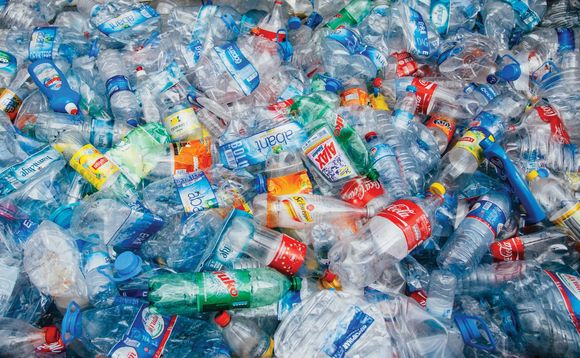 Which material is reaping the benefits of consumers cutting plastic use?
