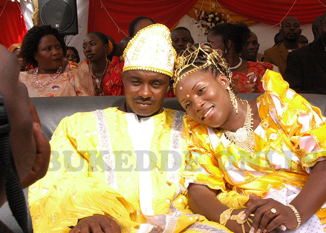 itaka and tecia during their ceremony