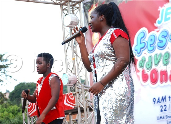sther and zekiel performing during the event