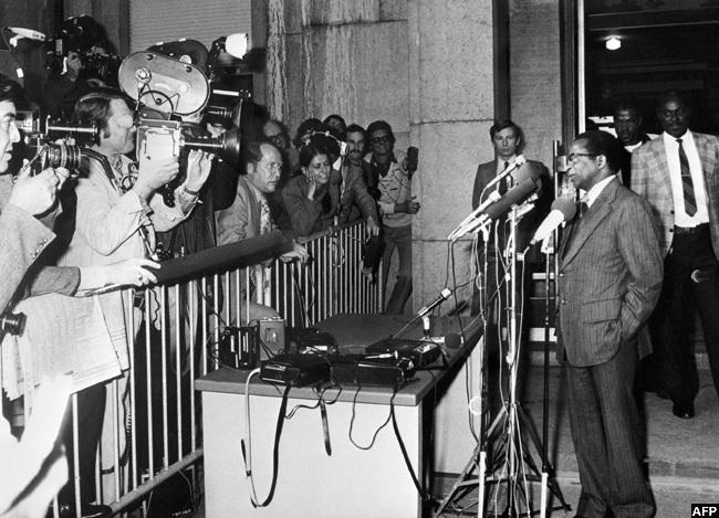 n ctober 29 1976 atriotic ront leader obert ugabe gives a press conference in eneva witzerland