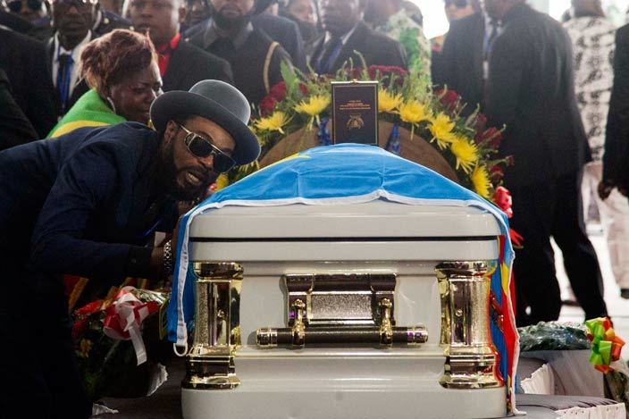 mourner pays his respects during the funeral of rumba musician apa emba in inshasa on ay 2 2016 emocratic epublic of ongos rumba king apa emba was posthumously awarded one of his countrys highest honours a week after he collapsed on stage and died aged 66