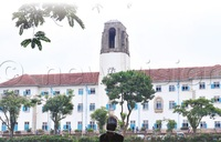 What makes Makerere's Main Building iconic?