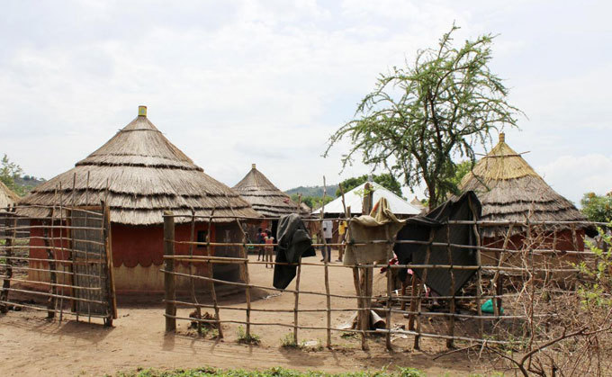 ew outh udanese refugees arrive at amwo district through gomoromo border point