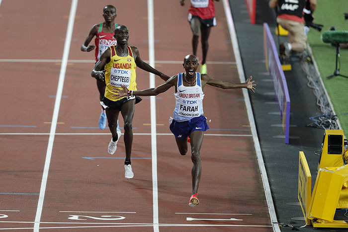 ritains o arah  runs ahead of gandas oshua iprui heptegei to win the final of the mens 10000m athletics event at the 2017  orld hampionships at the ondon tadium in ondon on ugust 4 2017     drian