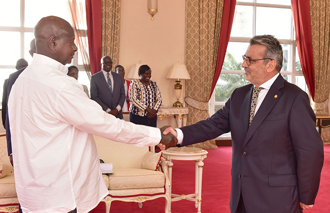 ntonio aspar nocenio shares a light moment with resident useveni after presenting his credentials  hoto