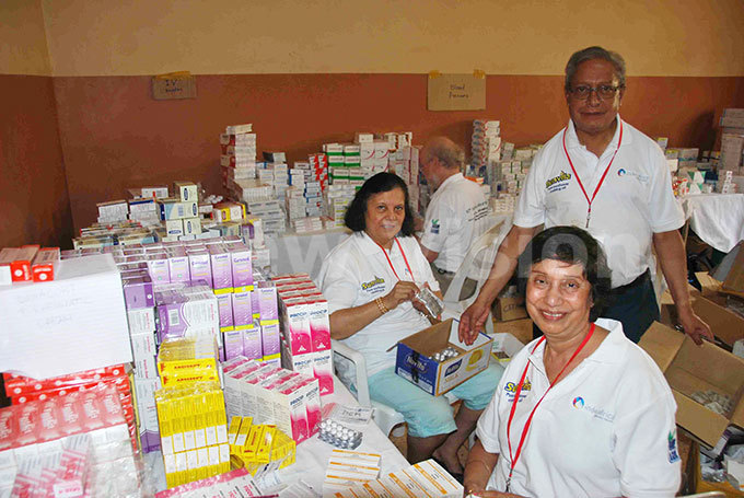 edical workers from ndia sort drugs to be given to patients