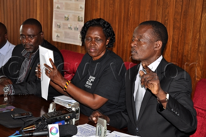 nywar with and  ohn en ukyamuzi  right addressing the media on abira orest at arliament in anuary 2013