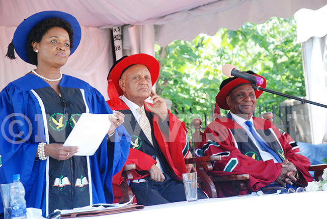 he nabagereka of uganda ylvia agginda addressing graduands as ice chancellor of ampala niversity rof adru aterega and the hancellor of ampala niversity rof eorge ondo agonyera look on