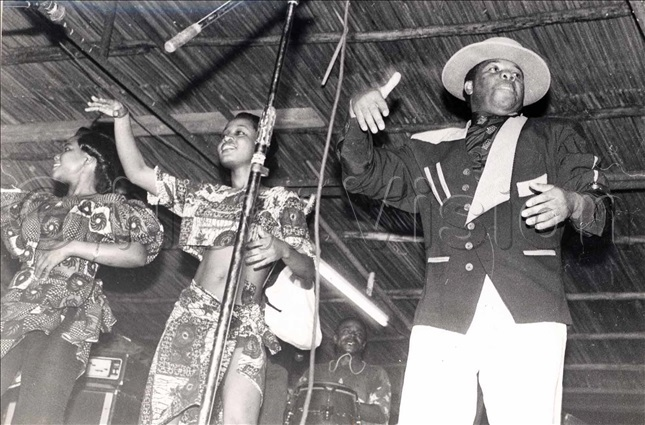 anda ongoman with his female back up dancers entertaining revelers on ecember 21st 1997 at gaba each