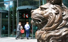 Steven Gerrard sues HSBC for £100m over tax schemes