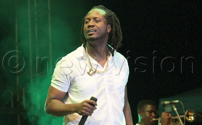 arious artistes including ebe ool have come together to record songs and sensitise the public about oronavirus ile hoto