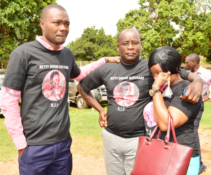 etty onah atusabes relatives pictured at igh ourt donning shirts in her memory at a recent hearing