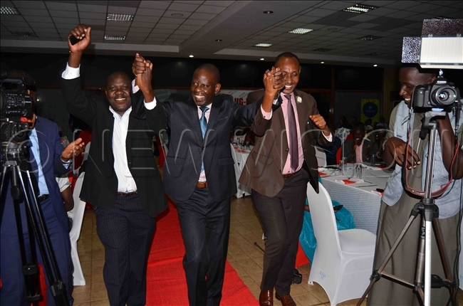 ustice enry awesa centre dances with friends as he goes to receive his award