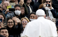 Pope Francis expresses solidarity with coronavirus victims