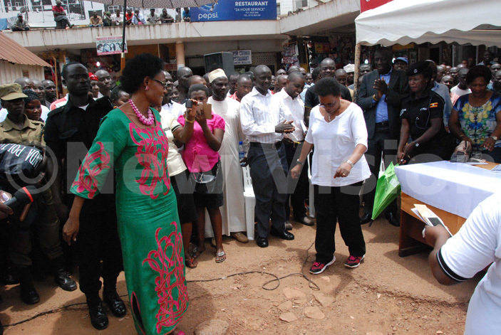 inister for ampala eti amya  and  tate inister for ampala enny amugwanya  entertaining traders during their visit to ampala traders his was ld taxi park on ctober 7 2016