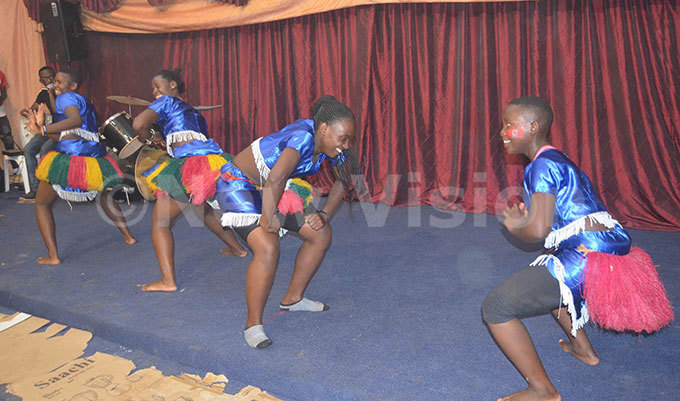 eema hildrens ensemble entertaining the children with a traditional dance