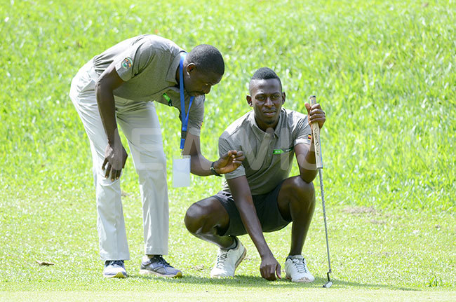 gandas coach tephen asaija left shares notes with enis saba during daytwo of the ictoria up