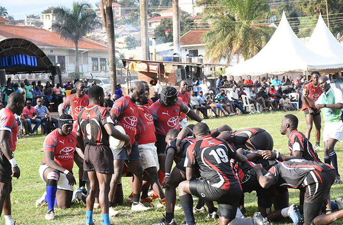 uffaloes and irates players form a scrum during the semifinal hoto by ohnson ere