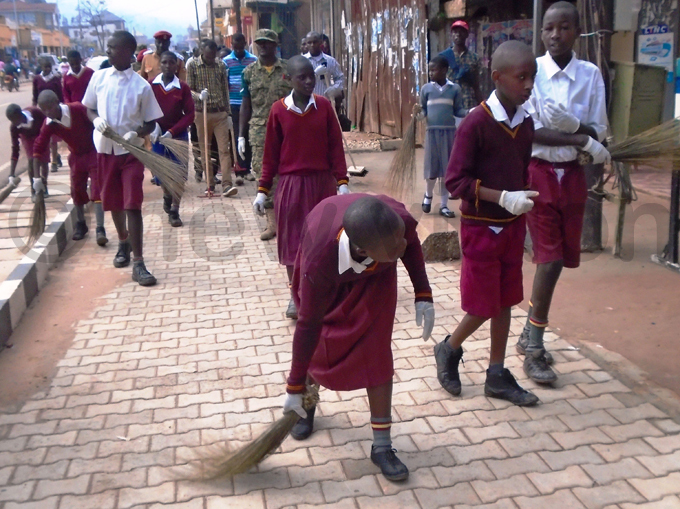upils of abale arents rimary chool cleaning the town hoto by ob amanya