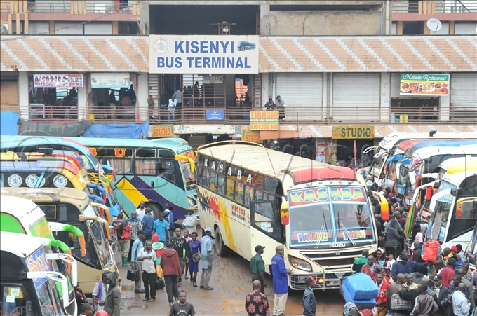 s hristmas draws closer various bus terminals have been a hive of activity hoto by lfred chwo