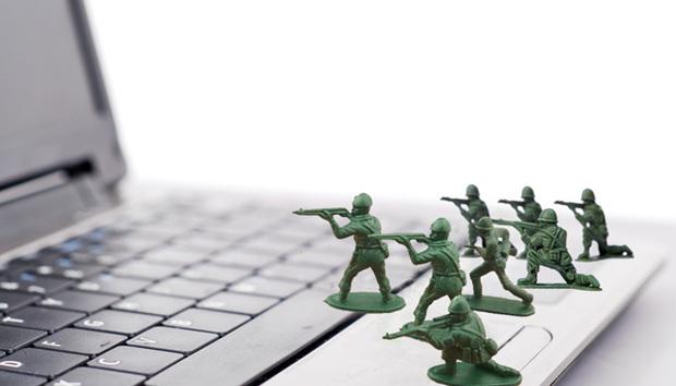 army-man-laptop
