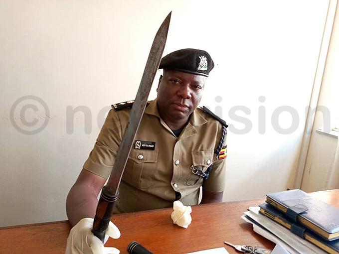 ampala etropolitan olice spokesperson atrick nyango displays the knife hoto by onsiano simbi